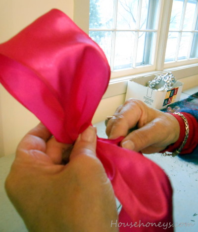 how to tie a bow
