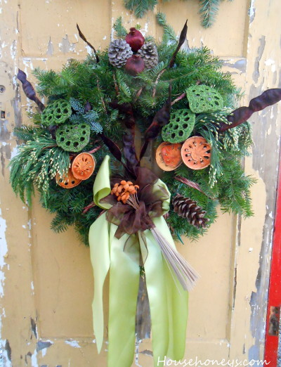 how to decorate a wreath with natural materials