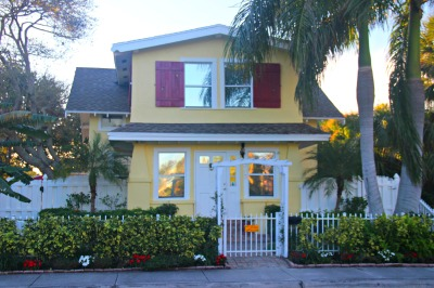Househoneys-Lake Worth yellow house