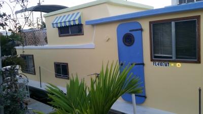 househoneys houseboat