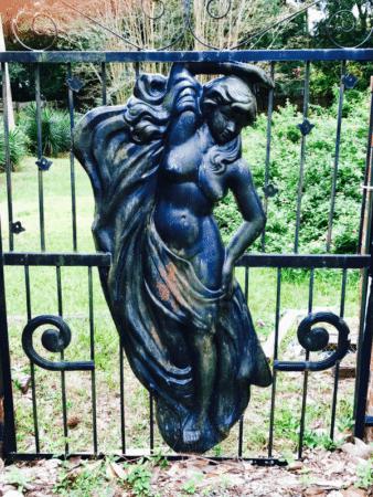 Wilmington gate